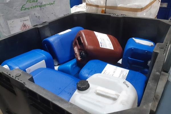 dechets3-emballages-plastiques-vides056A528C-6960-683F-C4AA-536CCB1CBEAC.jpg